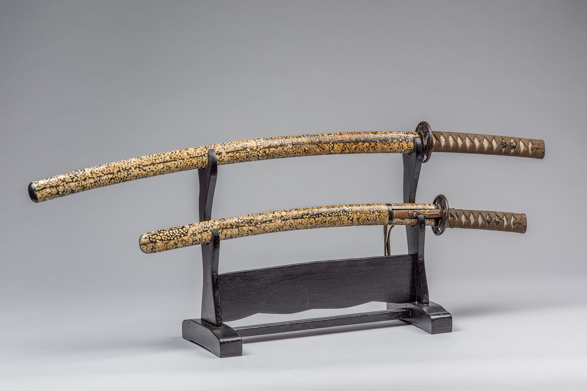 Catanas japonesas esmaltadas (1780-1790 DC)
