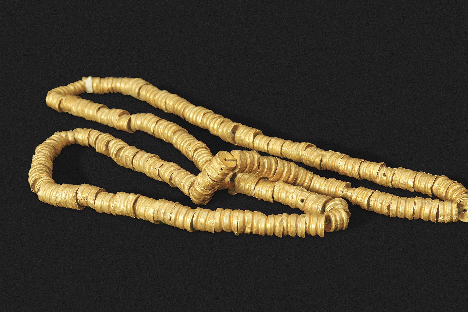 Collar de cuentas de oro. Cultura Chimú.