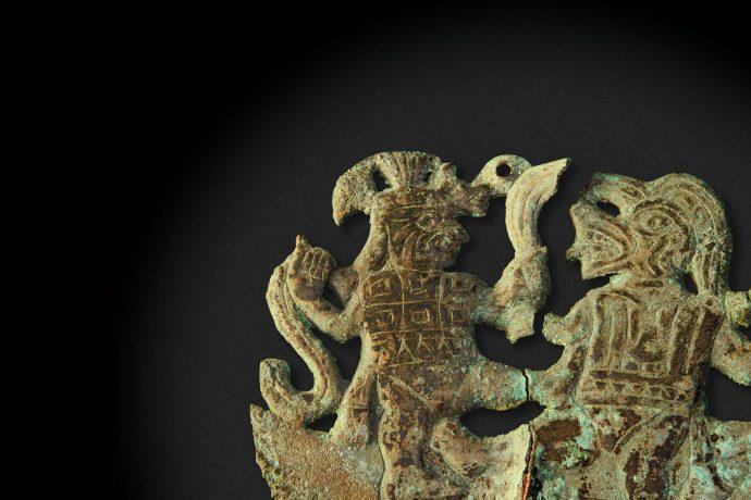 Lámina de cobre con guerreros. Cultura Moche.