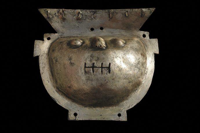 Máscara de cobre dorado. Cultura Vicús.